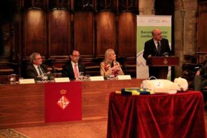 Josep Brugada, director médico del Hospital Clínic y de la Asociación Barcelona Salud, se dirige a los asistentes durante el evento