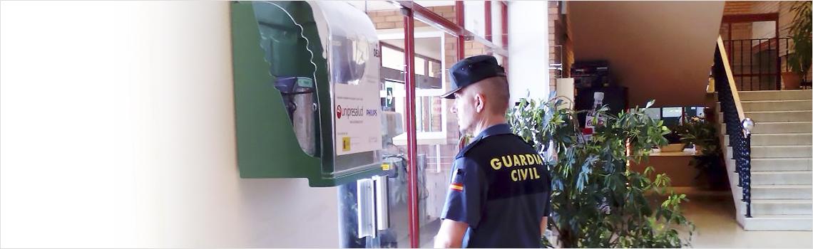 Un desfibrilador de España Salud ubicado en la Guardia Civil de Torrevieja salva la vida a un ciudadano