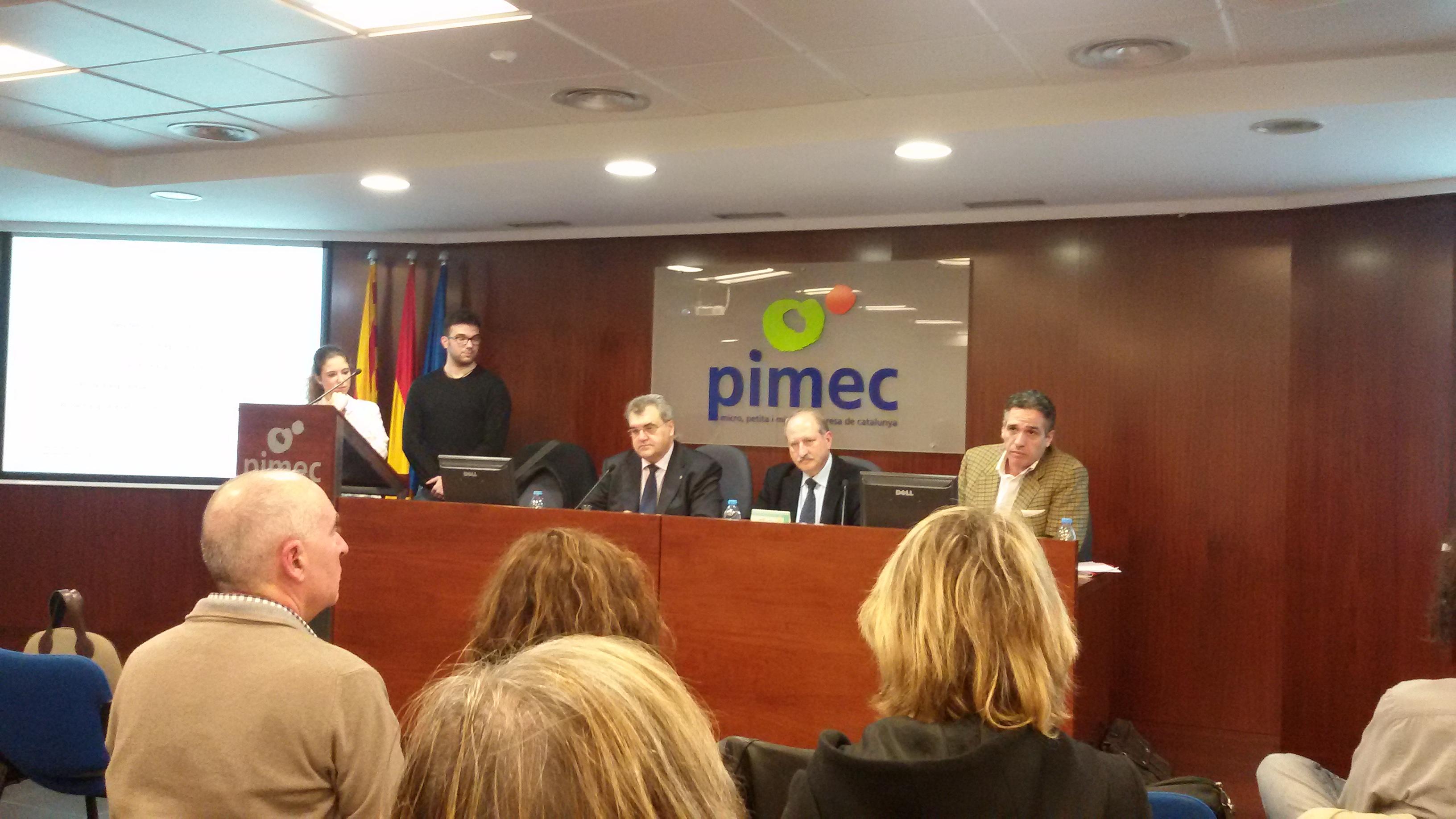 Reunión de los farmacéuticos que participan en la prueba piloto de detección precoz de osteoporosis en Barcelona